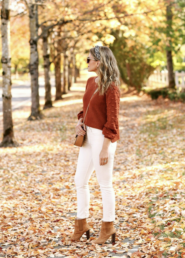 how to wear white jeans in fall